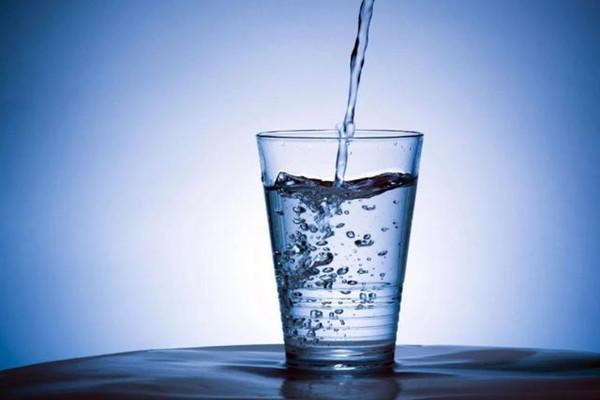 孩子喝白开水好不好 孩子喝白开水的好处