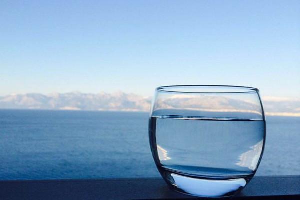 孩子可以喝纯净水吗 孩子可以喝苏打水吗