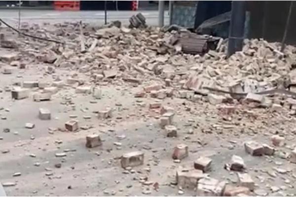 地震要准备什么物品 地震要不要跑出去