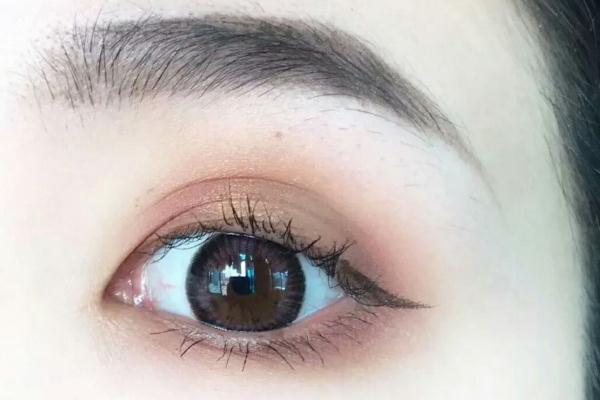 眼妆怎么画显得眼睛大 眼妆怎么画好看又自然