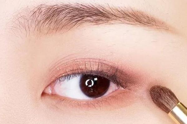 眼妆对眼睛有影响吗 眼妆对于妆容的重要性