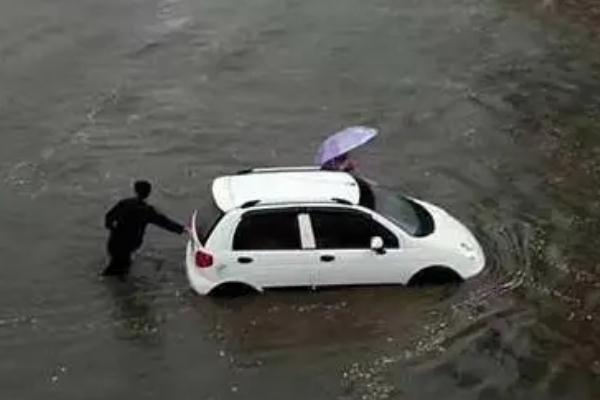 下暴雨为什么会停水 下暴雨为什么鱼塘鱼容易死