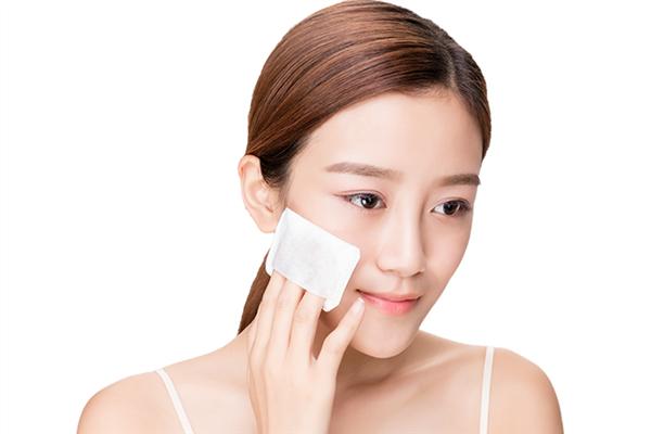 湿敷用压缩面膜好还是化妆棉好 湿敷用洗脸巾可以吗