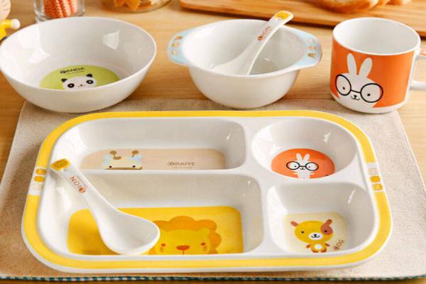儿童餐具什么材质最安全 儿童餐具哪个品牌好