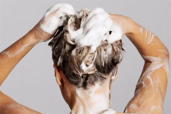 洗头掉头发什么原因 洗头掉头发严重怎么办