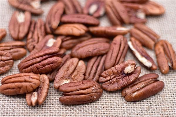 碧根果营养高还是核桃营养高 碧根果和核桃哪个更补脑