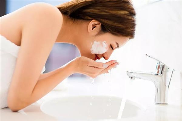 洗脸用温水好还是冷水好 洗脸温度多少合适