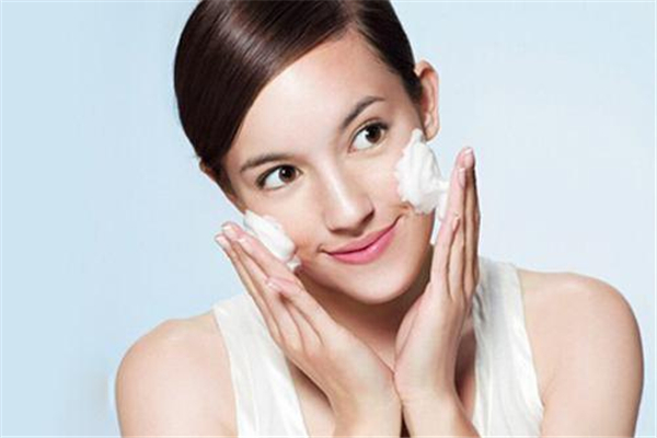 洗脸会不会伤害皮肤 洗脸的正确步骤顺序